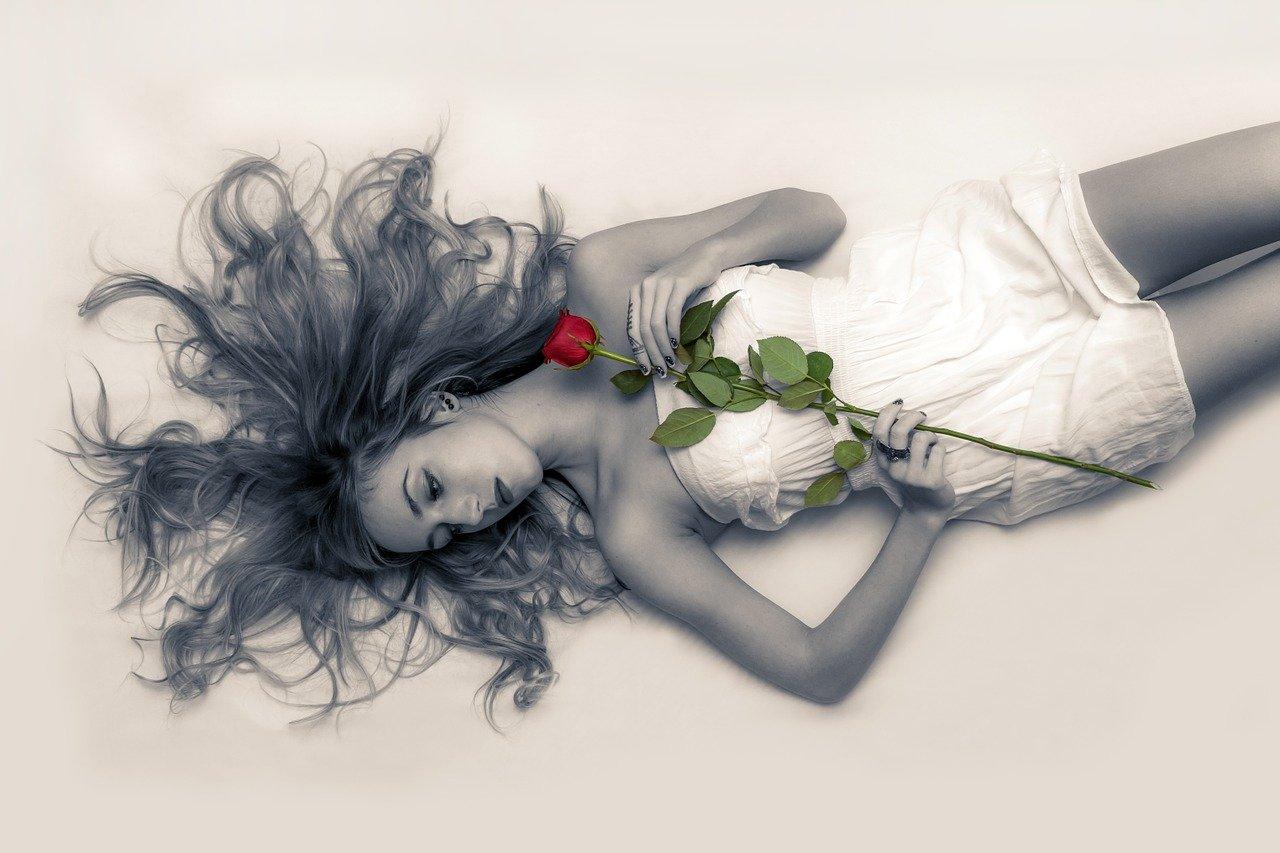恋をすればホントに毎日がバラ色になるの?【知っておきたい恋の3つのリスク】